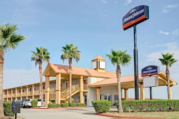 Picture of Howard Johnson by Wyndham Galveston in Galveston