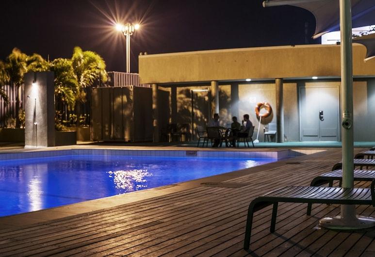 Crown Hotel, Port Moresby, Vanjski bazen
