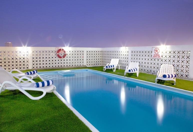 Landmark Hotel, Dubajus, Lauko baseinas