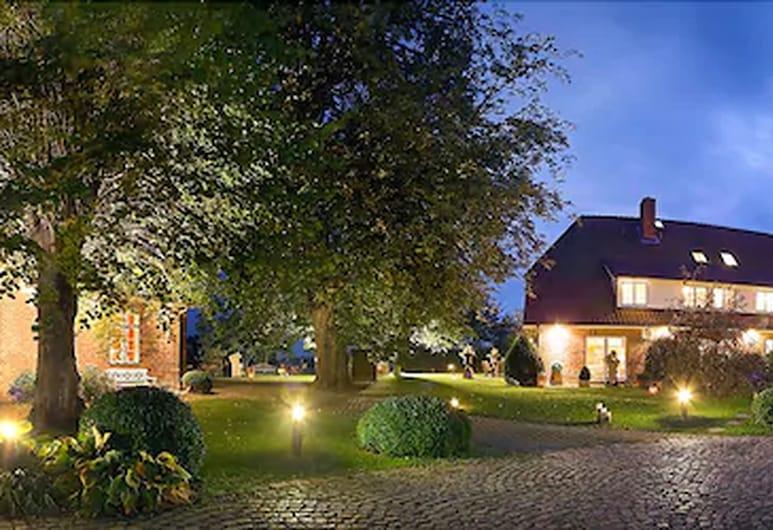 Ringhotel Friederikenhof, Lübeck, Fachada del hotel de noche