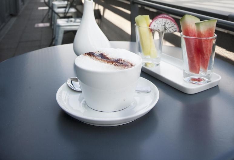 Ku' Damm 101 Hotel, Berlin, Speisen im Freien