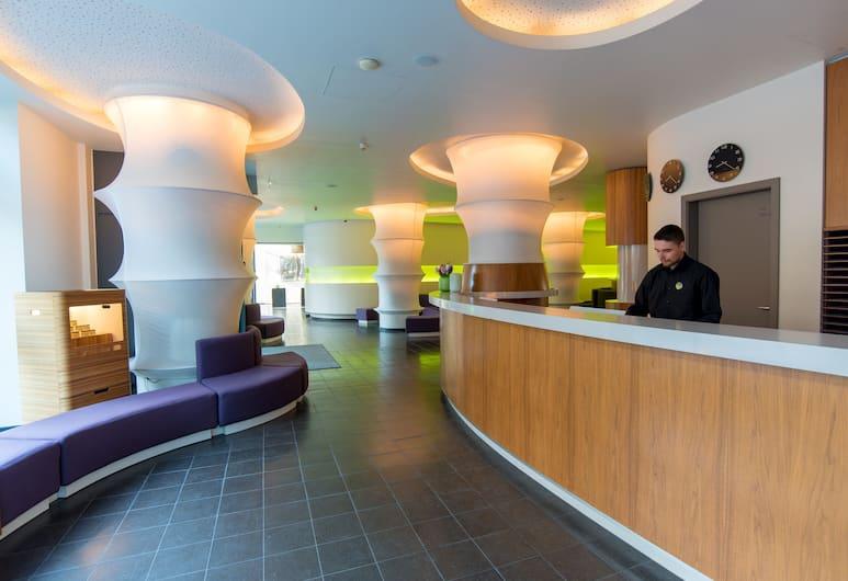Ku' Damm 101 Hotel, Berlin, Rezeption