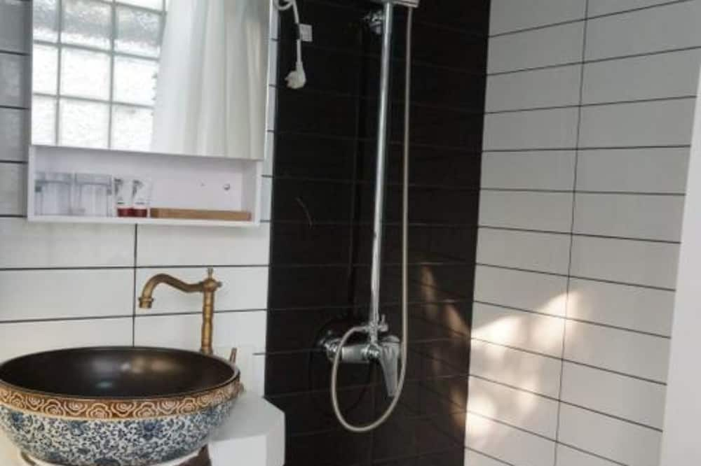 Executive Suite, City View - Bathroom
