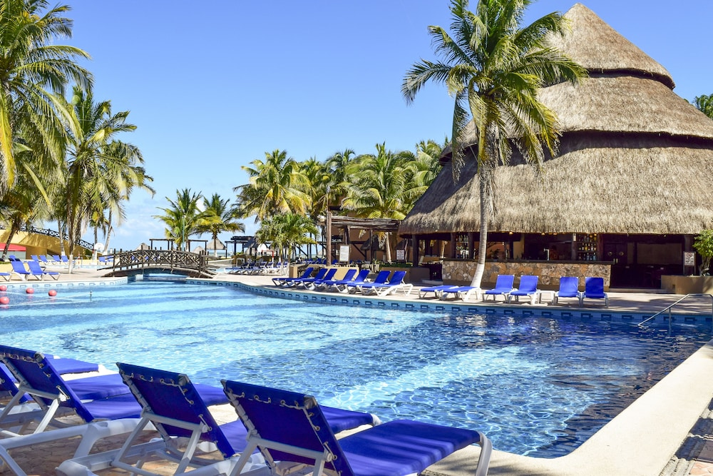 Reef Yucatan All Inclusive Hotel And Convention Center Telchac Puerto Outdoor Pool