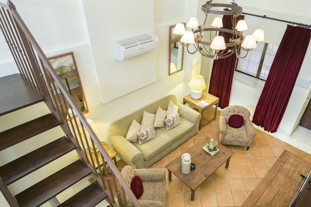 Junior Suite  (2 adults + 2 child) - Living Room