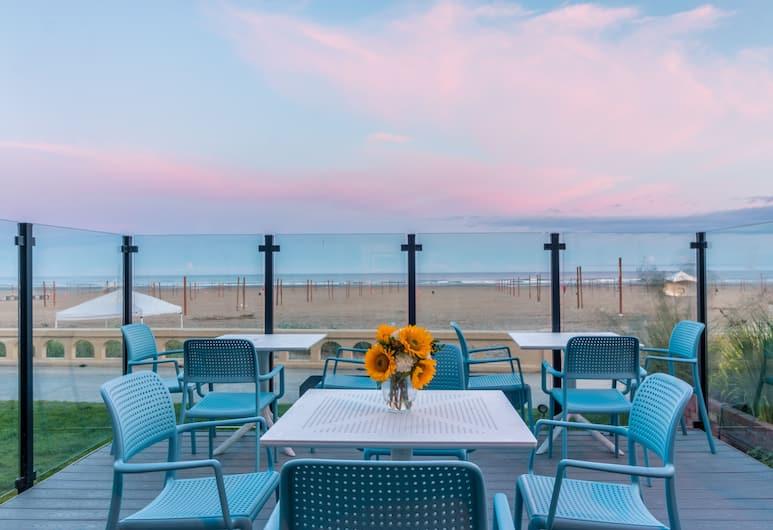 Seashore Inn ... on the Beach, Seaside, Dining