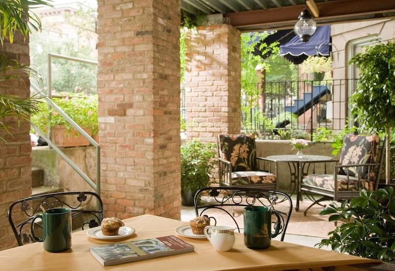 Saratoga Arms, Σαρατόγκα Σπρινγκς, Γεύματα σε εξωτερικό χώρο