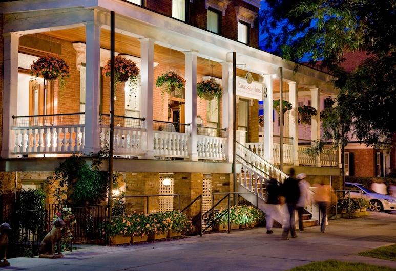 Saratoga Arms, Saratoga Springs, Pohľad na hotel
