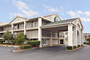 Picture of Days Inn & Suites by Wyndham Mobile in Mobile