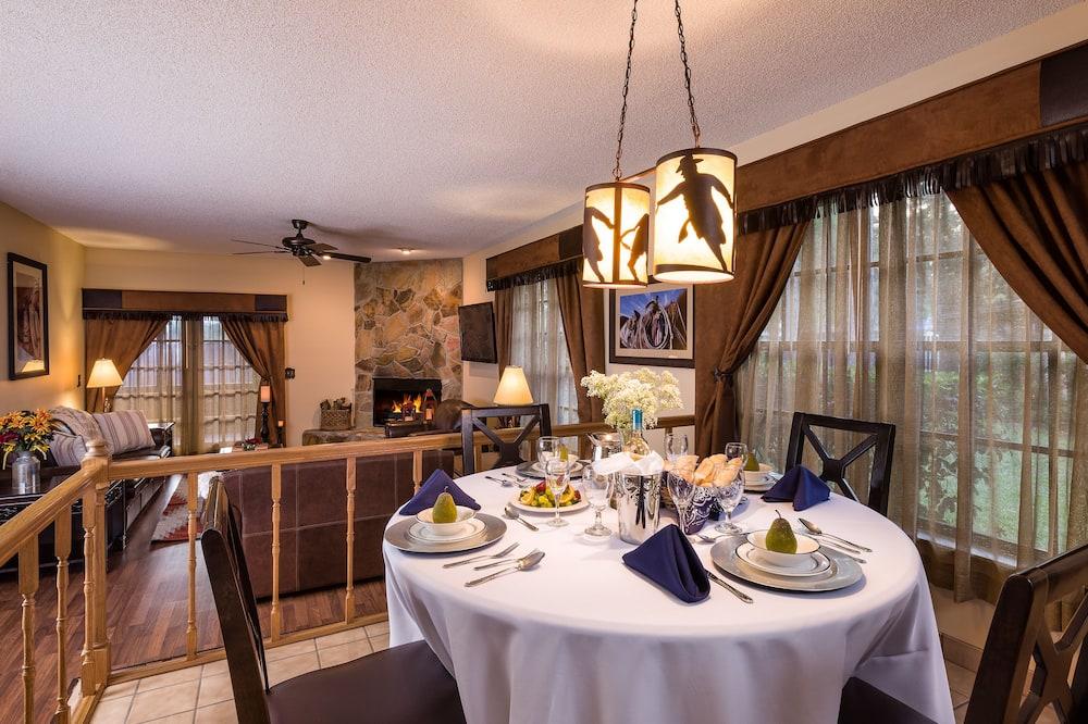 Cottage, 2 Bedrooms (Lodge) - Tempat Makan dalam Bilik