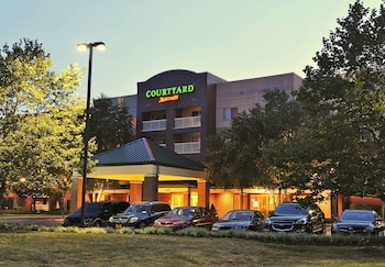 Picture of Courtyard by Marriott Edison Woodbridge in Edison
