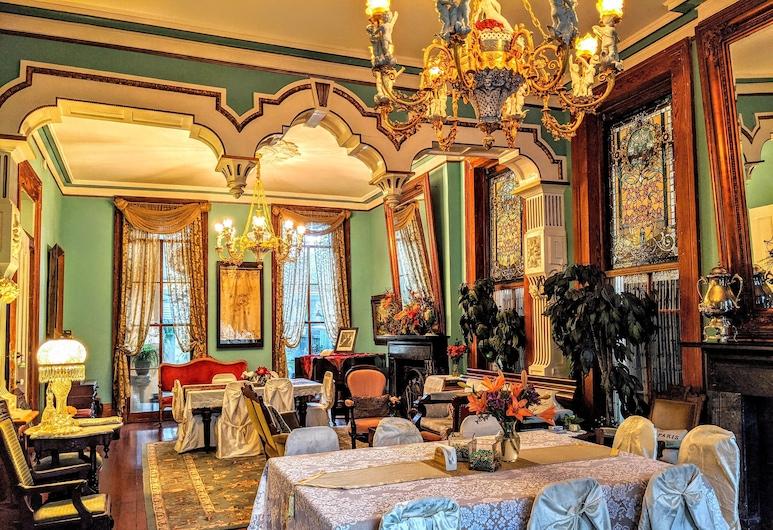 Parisian Courtyard Inn, New Orleans, Lobby Sitting Area