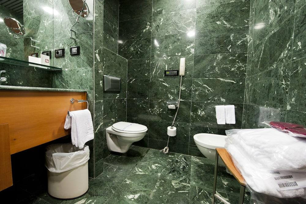 ห้องซูพีเรียดับเบิล, วิวเมือง - ห้องน้ำ