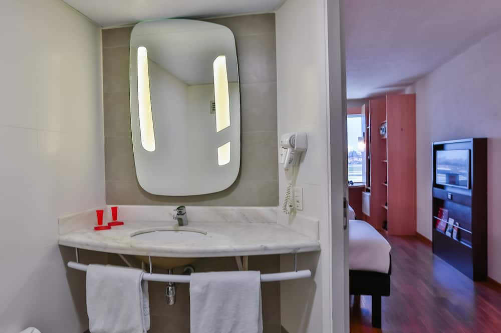 Standard Double Room, 1 Double Bed, Accessible - Bathroom