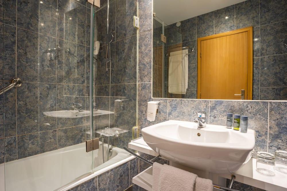 Chambre Confort avec lits jumeaux (Plus Triple Use) - Salle de bain