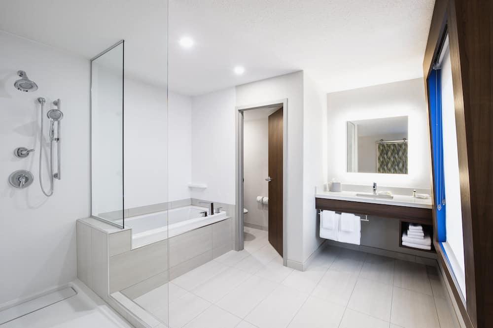 Phòng Suite, 1 giường cỡ king, Không hút thuốc (Feature) - Phòng tắm