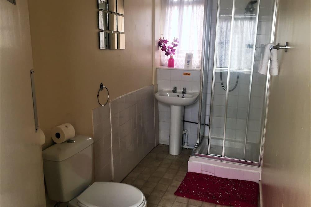 Habitación con 2 camas individuales, baño privado (Small - External bathroom) - Baño