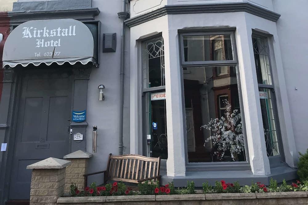Kirkstall Hotel