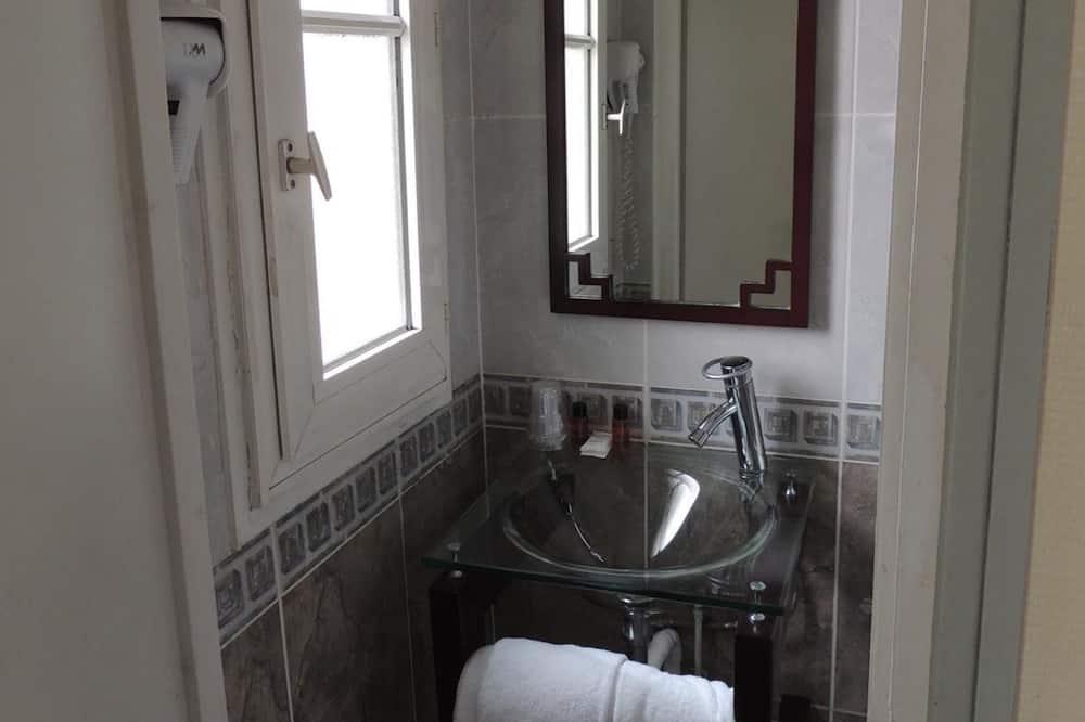 三人房 - 浴室洗手盤