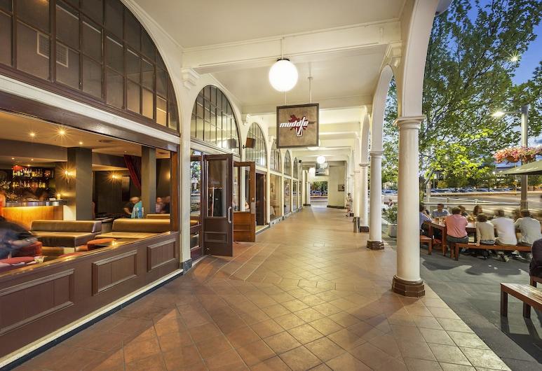 Quest Canberra, Canberra, Opciones de restauración (exterior)