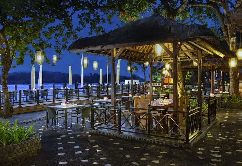 Meliã Bali, Νούσα Ντούα, Γεύματα σε εξωτερικό χώρο