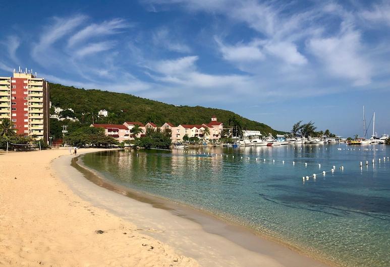 漁人角渡假村, 奥求里歐斯, 海灘
