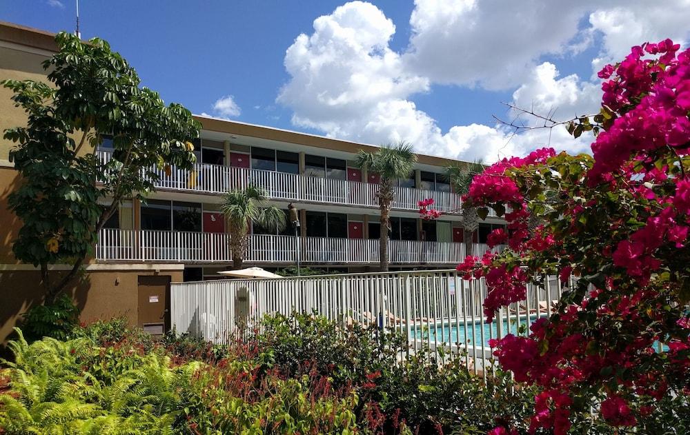 Red Carpet Inn Airport/Cruiseport, Fort Lauderdale, Exterior