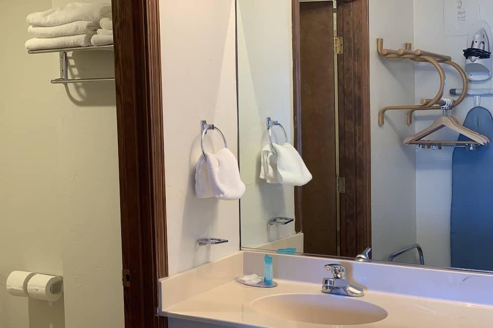 Standard-huone, 1 keskisuuri parisänky, Tupakointi kielletty - Kylpyhuone