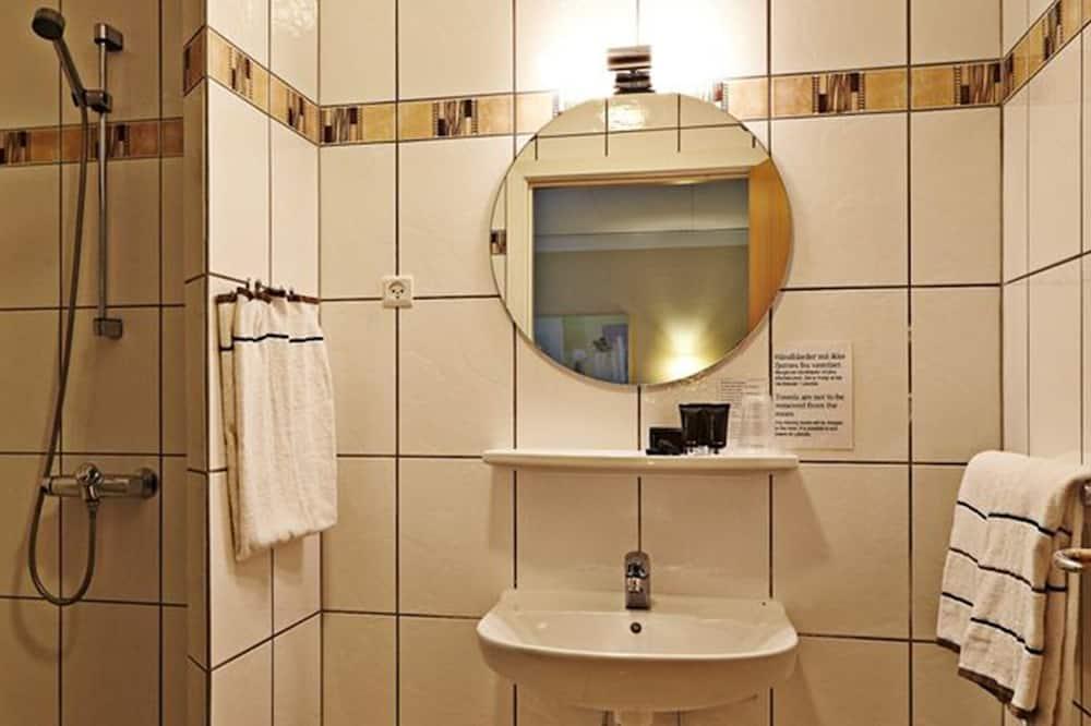 Quarto Standard - Lavatório na Casa de Banho