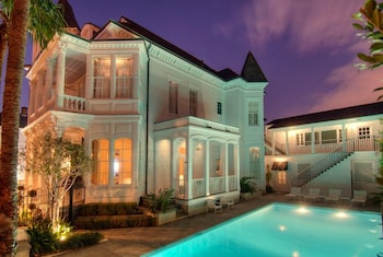 Picture of Melrose Mansion in New Orleans