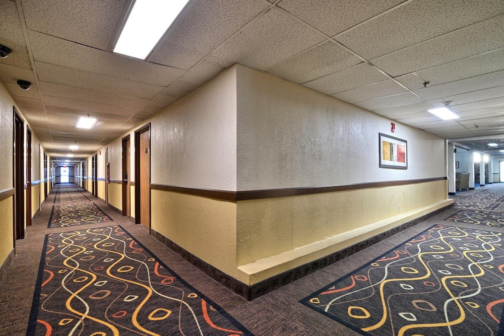 Katahdin Inn Suites Millinocket Hallway