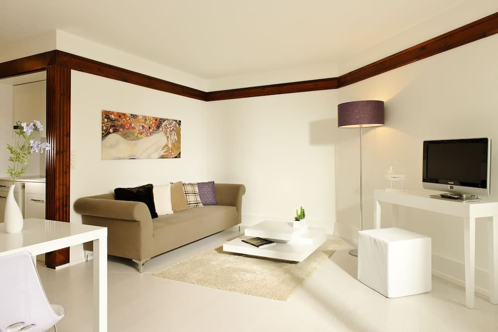Premier Double or Twin Room, River View - Living Area