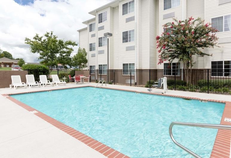 Microtel Inn & Suites by Wyndham Starkville, Starkville, Outdoor Pool