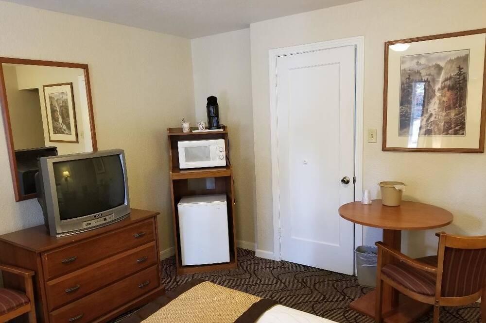 Standard Room, 1 Queen Bed - Mini Refrigerator