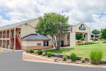 Picture of Days Inn by Wyndham Ardmore in Ardmore