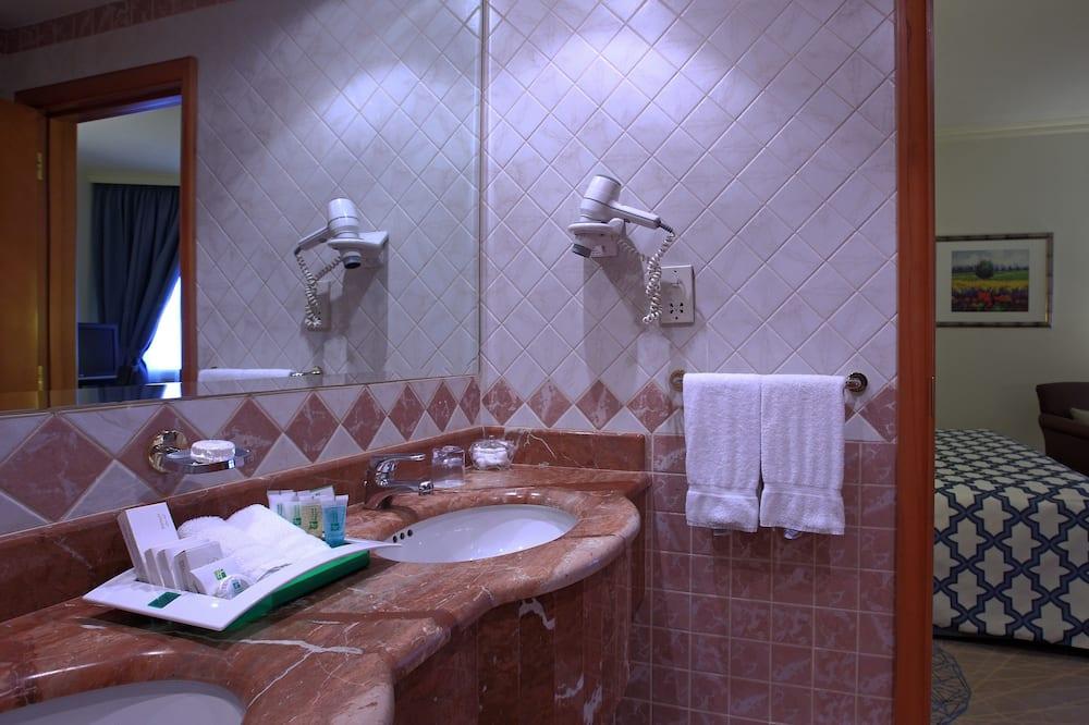 Номер, 1 ліжко «кінг-сайз», для некурців (LEISURE) - Ванна кімната