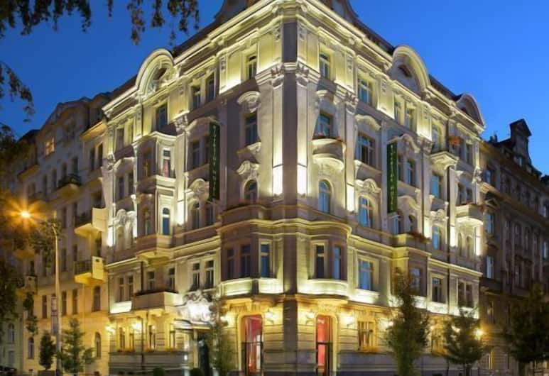 Mamaison Hotel Riverside Prague, Prag, Hotelfassade am Abend/bei Nacht