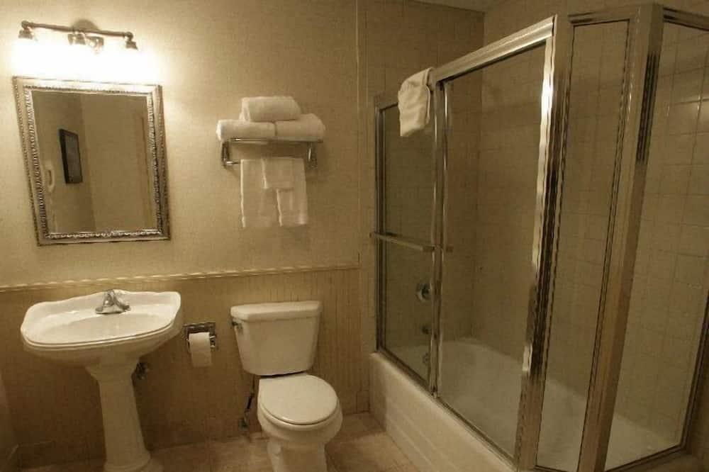 Phòng Suite Junior, 1 giường cỡ queen, Quang cảnh vườn - Phòng tắm