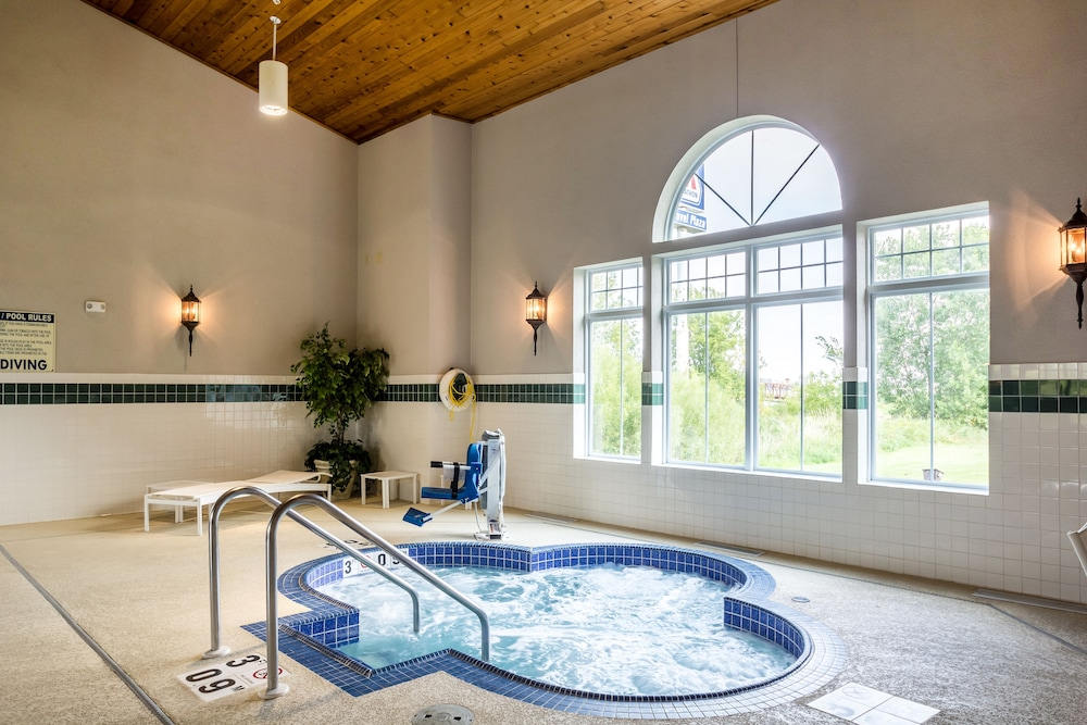 Book Country Inn & Suites by Radisson, Fond du Lac, WI in Fond du ...