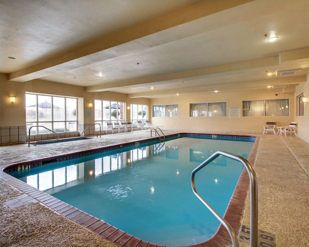 Comfort Suites Vidalia Pool