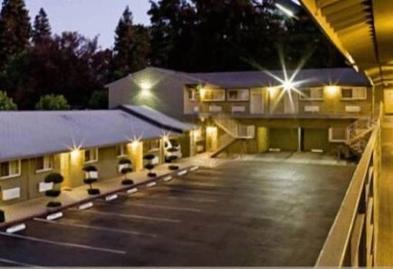 Hotel Parmani, Palo Alto, Hotel Front – Evening/Night