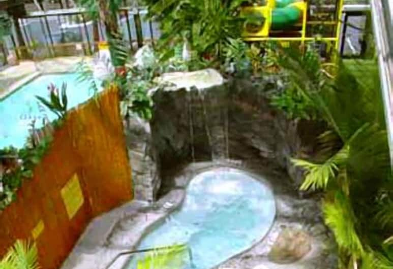 Wildwood Inn Tropical Dome & Theme Suites, Florence, Indoor Spa Tub