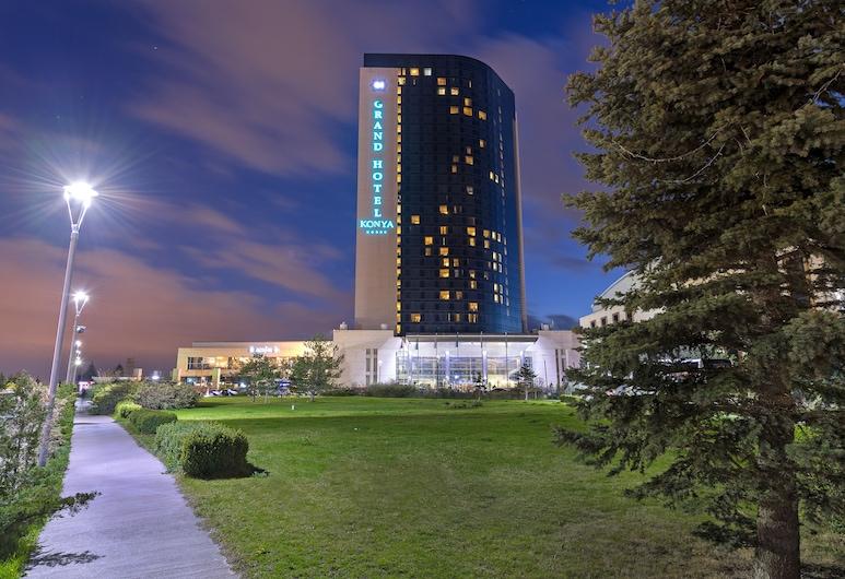 جراند هوتل كونيا, سيلكوكلو, واجهة الفندق - مساءً /ليلا