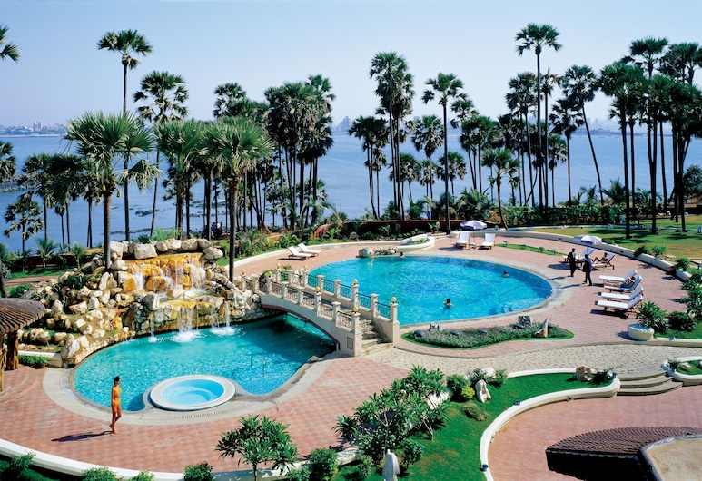 تاج لاندز إند, مومباي, حمام سباحة