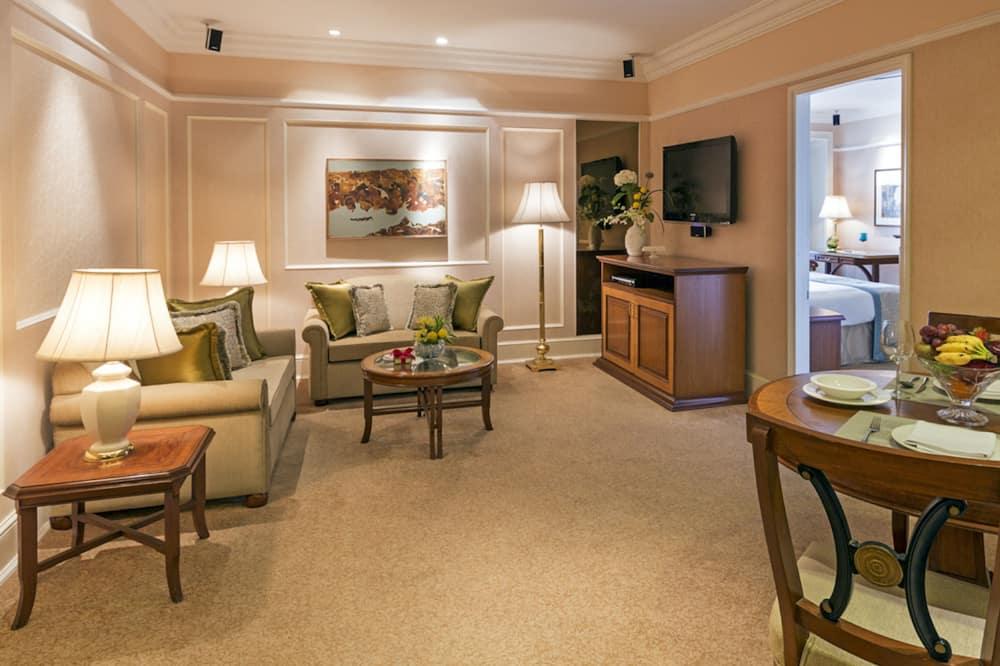 Suite ejecutiva, 1 cama King size, vista a la piscina - Sala de estar