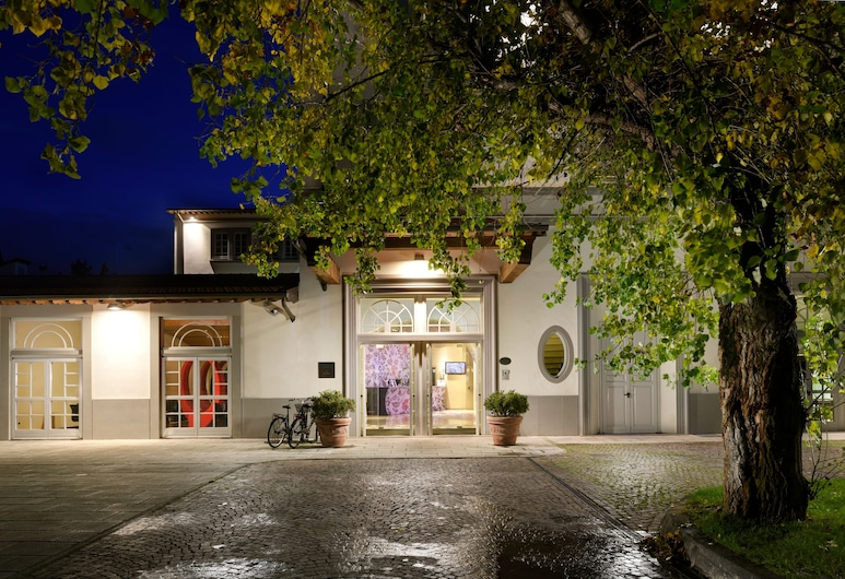 UNAHOTELS Vittoria Firenze, Florence, Cour