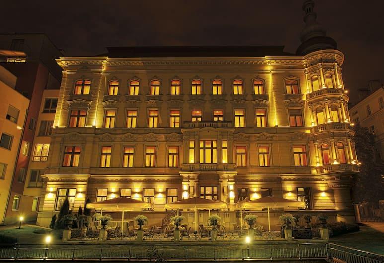Le Palais Art Hotel Prague, Prag, Verönd/bakgarður