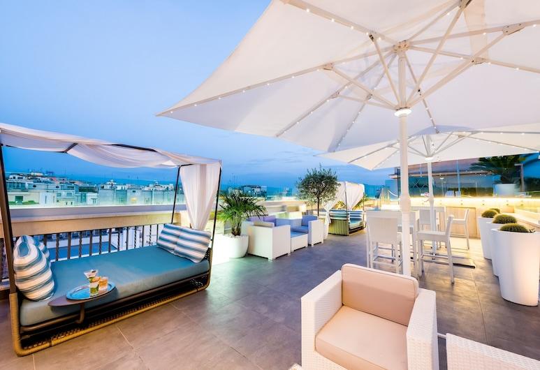 Aleph Rome Hotel Curio Collection by Hilton, Rim, Bar pokraj bazena