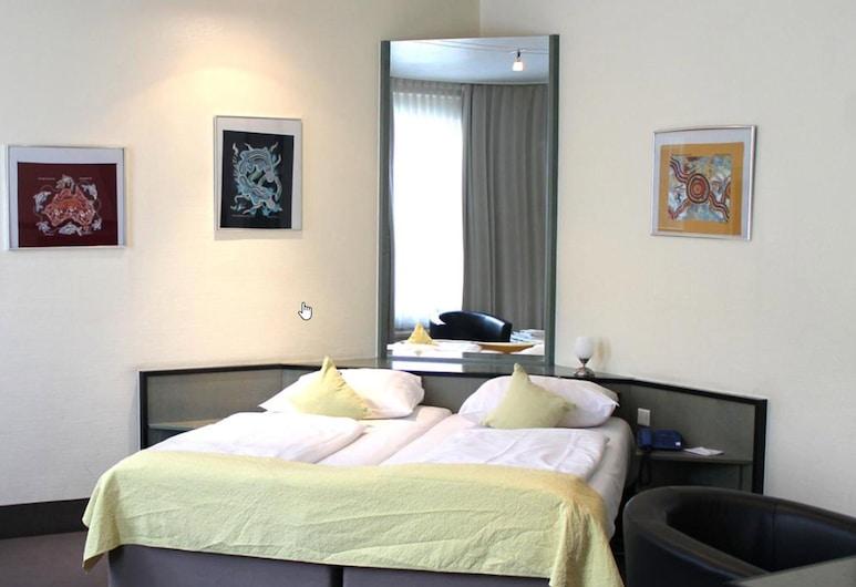 Monopol Hotel, Düsseldorf, חדר לשלושה, חדר אורחים