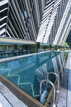 Enter your dates for our Singapore last minute prices
